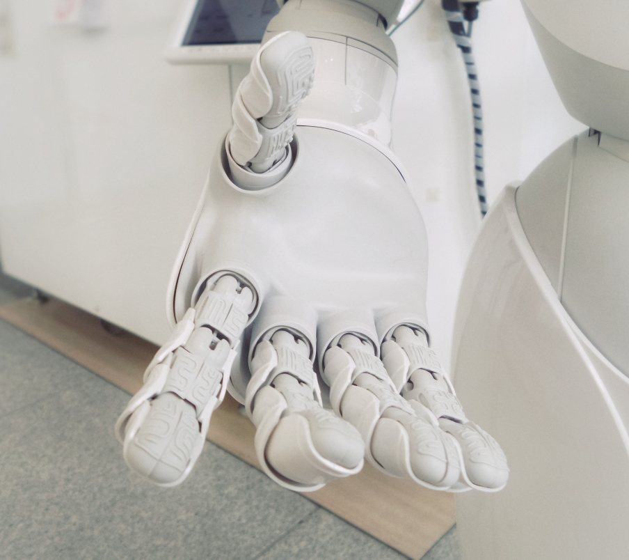 female power in artificial intelligence Roboter hand